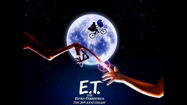 ETはなぜ白く瀕死になった?生き返った理由や感動のラストシーンも!指を合わせるシーンはないの?